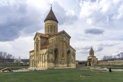 Complejo y campanario de la catedral de Samtavisi Fotografía de archivo libre de regalías