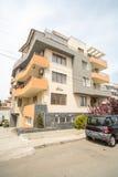 Complejos residenciales en el cuarto de Burgas de Sarafovo, Bulgaria foto de archivo libre de regalías