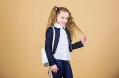 Complemento útil popular Colegiala con la pequeña mochila de cuero Lleve el bolso cómodo Mini mochila elegante imagenes de archivo