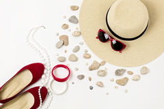 Complementos - sombrero, gafas de sol y pulseras Concentrado marino Foto de archivo libre de regalías