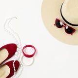 Complementos - sombrero, gafas de sol y pulseras Concentrado marino Fotos de archivo