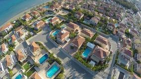 Complesso condominiale di lusso situato sulla riva del mare in bella città di Larnaca stock footage