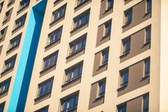 Complesso di appartamento in un grattacielo moderno Fotografie Stock