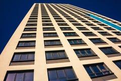 Complesso di appartamento in un grattacielo moderno Immagini Stock