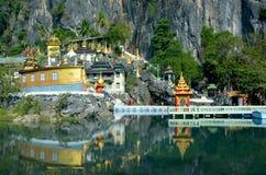 Complesso di Bayin Nyi Begyinni in Hpa-An, Myanmar Monas buddisti immagini stock
