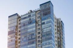 complesso residenziale dell'Multi-appartamento con le finestre Immagini Stock