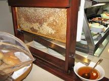 Completamente crudo toda la miel natural Fotos de archivo libres de regalías