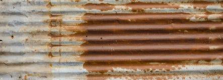 Completamente do telhado velho oxidado da lata Fotos de Stock
