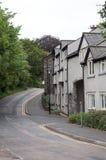 Completamente estrada após uma fileira de edifícios ingleses foto de stock royalty free