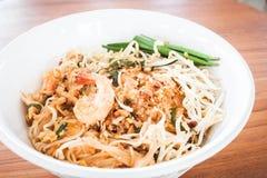 Complete tailandés, tallarines de la fritada del stir con el camarón imágenes de archivo libres de regalías