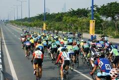 Complete un ciclo la raza, actividad del deporte de Asia, jinete vietnamita Imágenes de archivo libres de regalías
