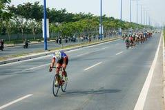Complete un ciclo la raza, actividad del deporte de Asia, jinete vietnamita Foto de archivo
