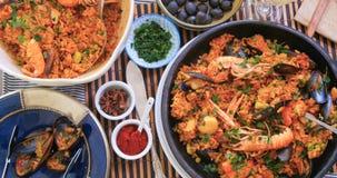 Completi giù la vista della paella spagnola deliziosa dei frutti di mare Fotografia Stock