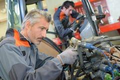 Complexe bedrading op tractor royalty-vrije stock afbeelding
