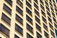 Complexe d'appartements ayant beaucoup d'étages moderne Photographie stock
