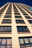 Complexe d'appartements ayant beaucoup d'étages moderne Photos libres de droits