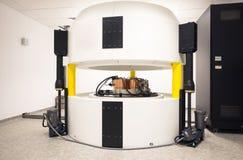Complexe de cyclotron pour la synthèse de radionucléides et la production d'isotope Photo stock