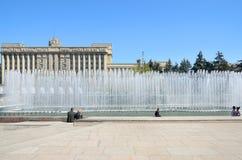Complexe de fontaine sur la place de Moscou à Pétersbourg, Russie. Image libre de droits