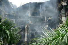 Complexe de magasins de Centralworld brûlé. Image stock