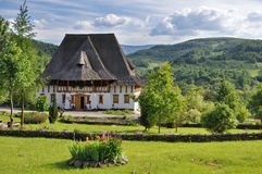 Complexe de monastère de Barsana dans Maramures Photographie stock libre de droits