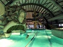 Complexe de STATION THERMALE avec des piscines image stock