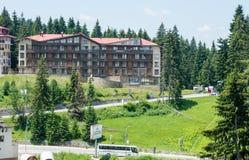 Complexe et route de vacances dans Pamporovo en Bulgarie Photos libres de droits