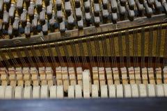Complexe Verborgen Werktuigkundigen binnen een Piano Muzikaal instrument 16 royalty-vrije stock afbeeldingen