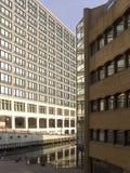 Complexo amarelo do cais das zonas das docas de Inglaterra Londres Fotografia de Stock