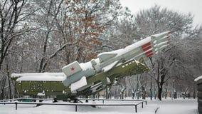 Complexo antiaéreo soviético do míssil com os 125 cobertos com a neve filme