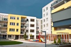 Complexo de apartamentos   Fotografia de Stock