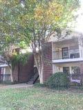 Complexo de apartamentos de duas histórias em Dallas Fort Worth suburbano, Texas imagem de stock