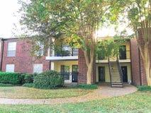 Complexo de apartamentos de duas histórias em Dallas Fort Worth suburbano, Texas fotos de stock royalty free