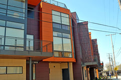 Complexo de apartamentos moderno Fotografia de Stock Royalty Free
