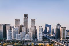 Complexo de construção de CBD no Pequim, China sob a luz solar foto de stock royalty free