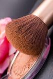 Compo a escova e o pó Fotos de Stock Royalty Free