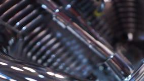 Componente d'acciaio scintillante del meccanismo, motore della motocicletta del progettista, primo piano archivi video