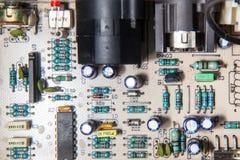 Componenten van een elektronische kring op motherboard stock afbeeldingen