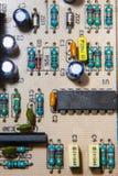 Componenten van een elektronische kring op motherboard stock afbeelding