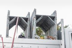 Componenten van een steiger op een vrachtwagen Stock Fotografie