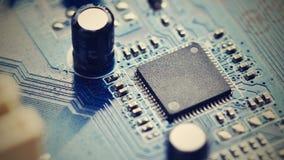 Componentes a bordo PWB a la PC Microprocesador, condensador y conectores en la placa madre de un de computadora personal CCB tec Fotografía de archivo libre de regalías