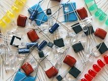 Componentes da eletrônica - diodo emissor de luz, transistor, etc. Imagens de Stock Royalty Free