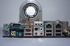 Componentes de computador no cartão-matriz fotografia de stock