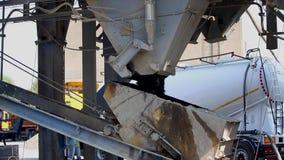 Componentes de la fábrica del asfalto almacen de metraje de vídeo
