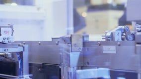 Componentes de recogida automáticos por el dispositivo robótico, proceso almacen de video