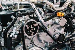 Componentes do motor do motor do caminhão no serviço do carro imagens de stock