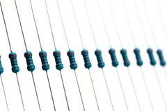 Componentes eletrônicos: resistores na fita de papel - imagem imagem de stock royalty free