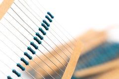 Componentes eletrônicos: resistores na fita de papel - imagem fotos de stock royalty free