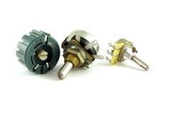 Componentes eletrônicos - resistores variáveis fotos de stock