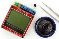 Componentes eletrônicos em um fundo branco imagem de stock royalty free