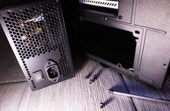 Componentes individuais de um computador pessoal Fonte de alimentação do computador pessoal fotos de stock